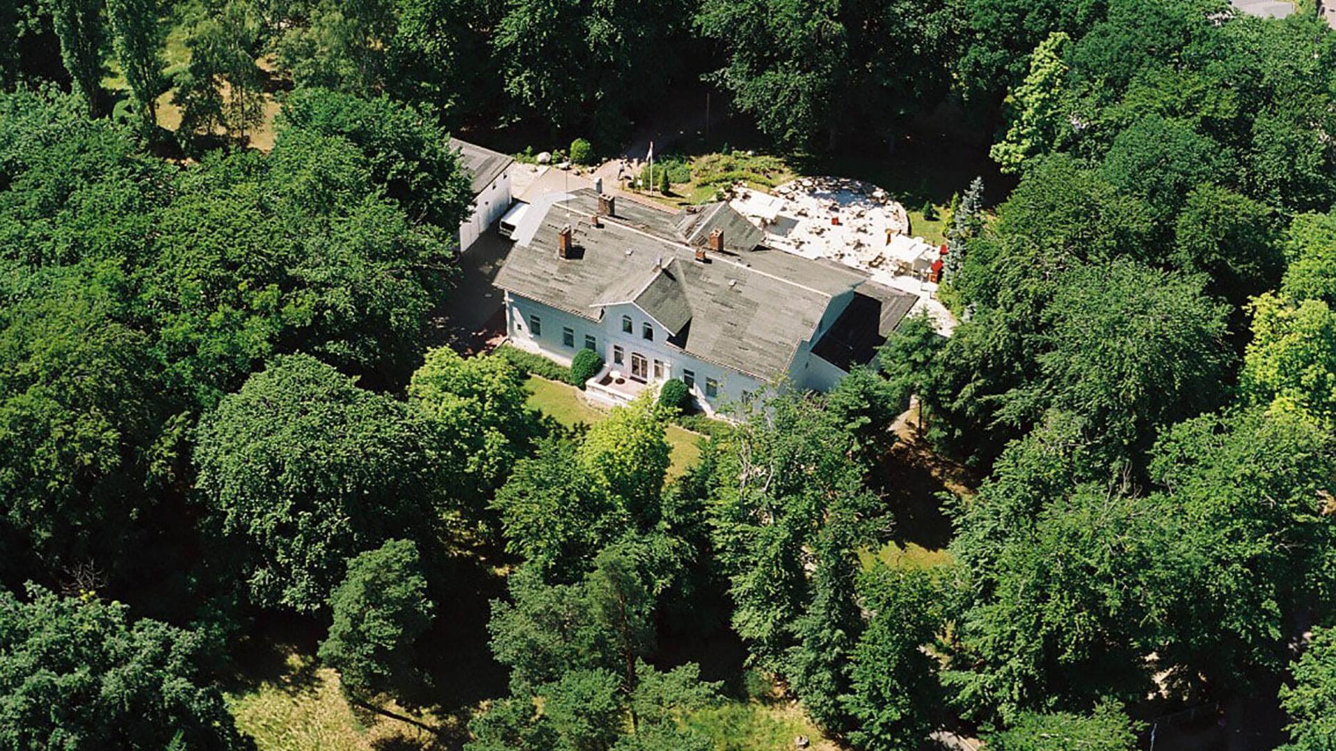 Hotel Weisses Schloss - Flugaufnahme